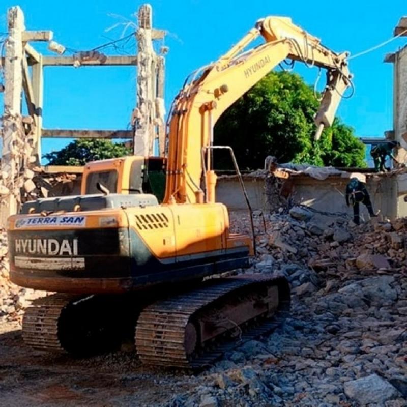 Serviço de Demolição com Retroescavadeira São Paulo - Demolição de Piso